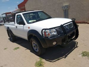 Nissan Np300 2.4 petrol 4x4  for sale