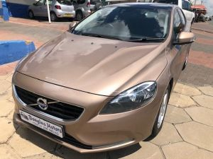 Pre-owned Volvo V40 for sale in Namibia