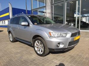 Pre-owned Mitsubishi Outlander for sale in Namibia