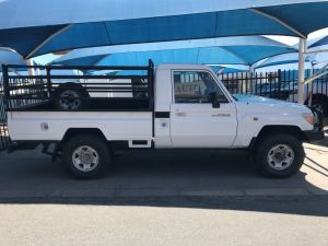 Pre-owned Toyota Land Cruiser for sale in Namibia