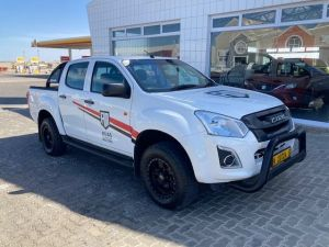 Pre-owned Isuzu D-MAX for sale in Namibia